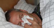 Bei verspäteter Krankmeldung riskieren Arbeitnehmer eine Abmahnung