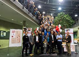 """Gelebtes Netzwerk! Über 250 """"Ehemalige"""" des Studiengangs Druck- und Medientechnik beim Alumini-Treffen an der Hochschule"""