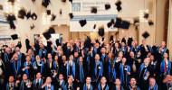 Absolventen der Wilhelm Büchner Hochschule feiern ihren Erfolg im Fernstudium