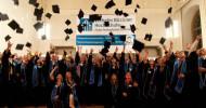 Fernstudium: Absolventen feiern ihren Abschluss als Ingenieur oder Informatiker